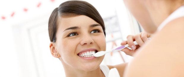 Отбеливание зубов дома – опасно ли это?